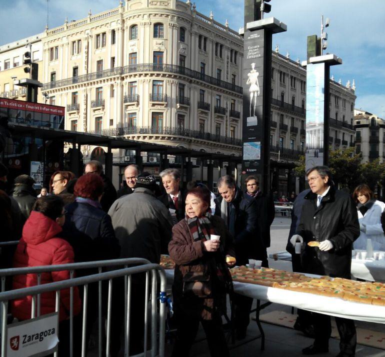 Zaragoza celebra san valero radio zaragoza cadena ser for Tarifas piscinas municipales zaragoza