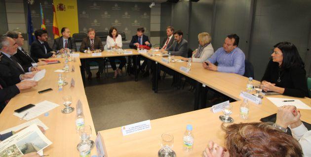 Representantes del Gobierno, Autoridad Portuaria, Ayuntamiento y vecinos de la playa de El Saler han estado en la reunión