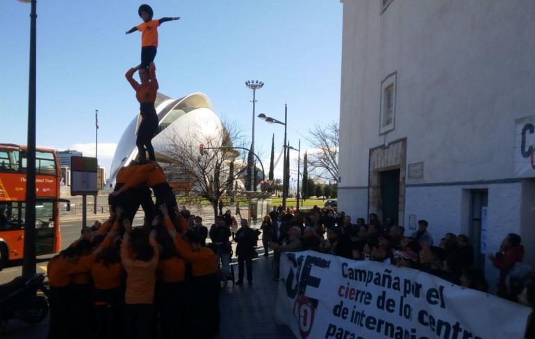 Encierro en una iglesia de Valencia en contra de la reapertura del CIE de Zapadores
