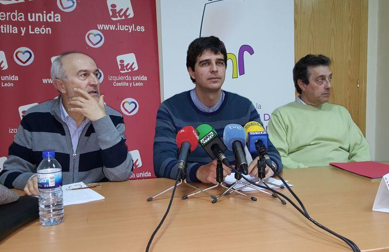 Pablo García Colmenares (i), Juan Gascón (c) y Manuel Monge (d)