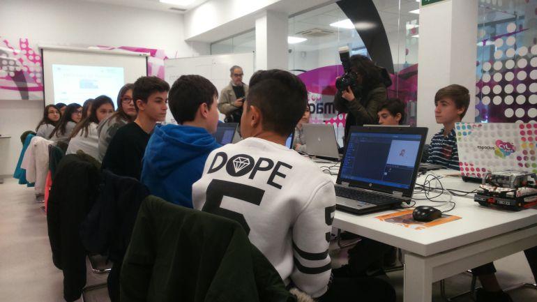 Un grupo de estudiantes de E.S.O. en el Espacio CYL Digital de Ávila