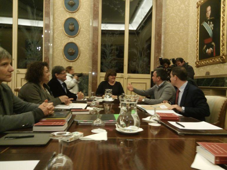 Reuniones la portavoz del grupo mixto insta a la mesa del for Mesa parlament