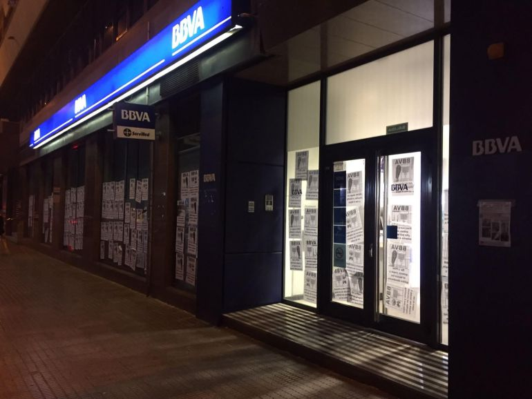 La oficina municipal de vivienda logra parar 4 desahucios for Oficina de empleo elche