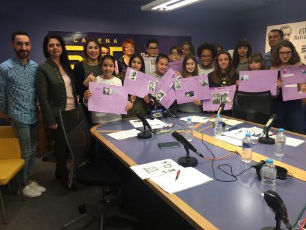 Estudiantes IES Cayetano Sempere en el especial sobre la Mujer y la Niña en la Ciencia