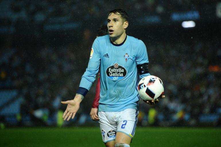 Hugo Mallo en un momento del partido ante el Alavés