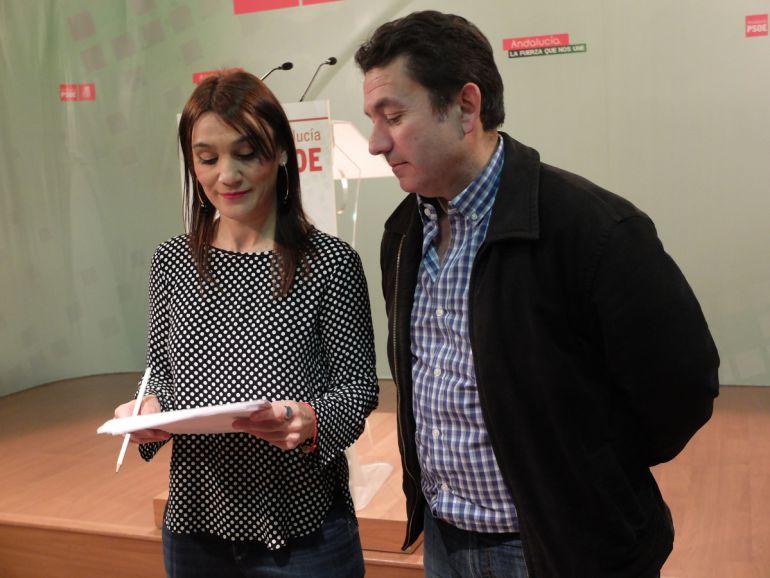 Rueda de prensa de la secretaria de Política Municipal del PSOE de Granada y el portavoz del PSOE en el Ayuntamiento de Algarinejo