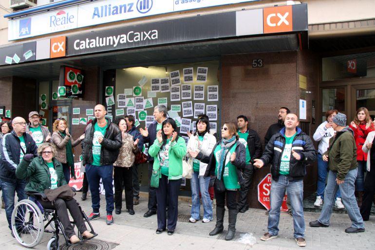 La pah ebre reclama l 39 absoluci dels activistes que van for Oficina de treball amposta
