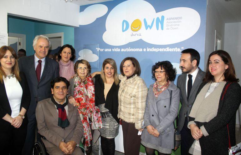 La consejera de Igualdad visita las instalaciones de Aspanido Jerez