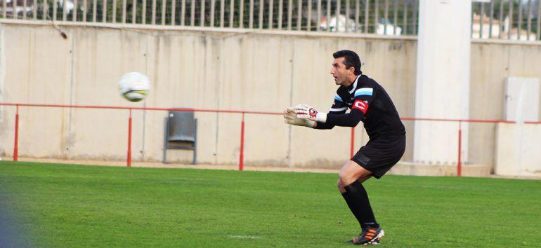 Edu Villegas, guardameta del Xerez DFC durante un partido esta temporada