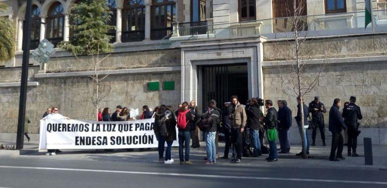 Concentración de vecinos del distrito Norte de Granada este jueves contra los habituales cortes de luz