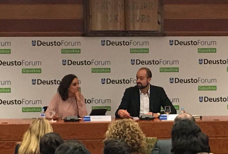 La periodista Pepa Bueno, durante su intervención en Deusto Forum.
