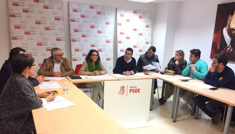 Reunión de los representantes socialistas de la Costa para abordar los retrasos en el Chare de Lepe.
