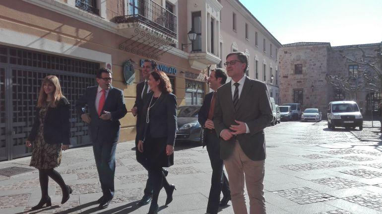 La Consejera de Cultura de la Junta de Castilla y León, Josefa García Cirac, en el centro de la imagen