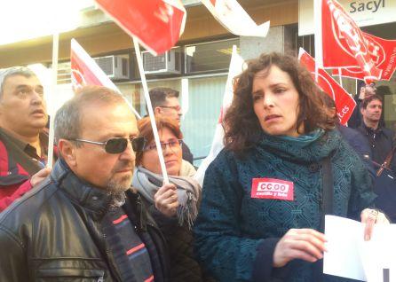José Ángel Pérez (UGT) y Paula Rodríguez (CCOO) en la concentración
