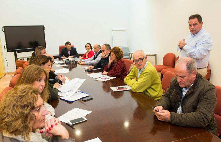 Las asignaciones de los grupos municipales no podrán destinarse a los partidos políticos