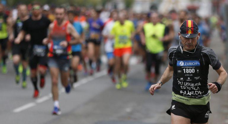 Participantes en la trigésimo tercera edición del Zurich Maraton de Sevilla,