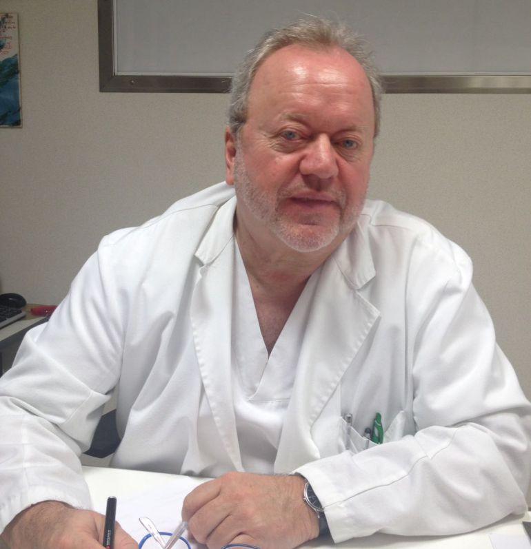 Ricardo Arregui en su consulta