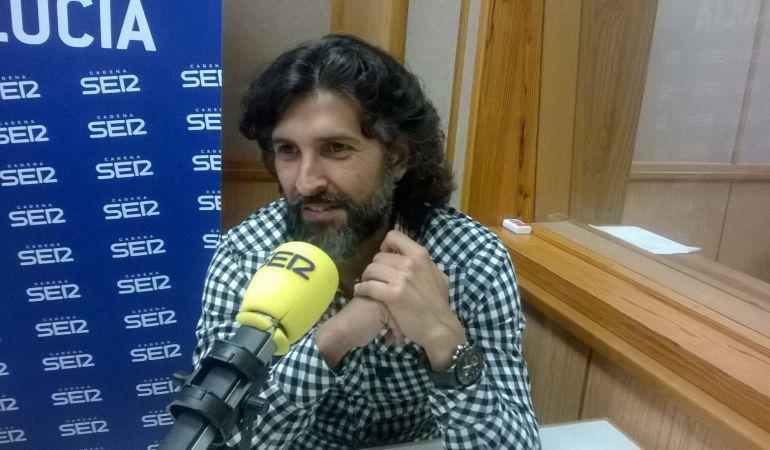 Arcángel en los estudios de la Cadena SER Andalucía.