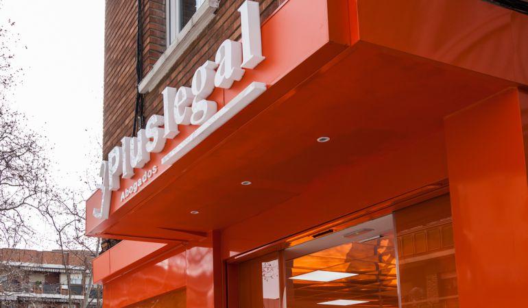 Pluslegal abogados abre su primera oficina a pie de calle for Reclamar intereses clausula suelo