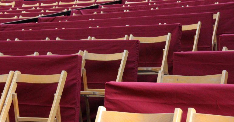 Antiguas sillas de los palcos de la Semana Santa de Granada