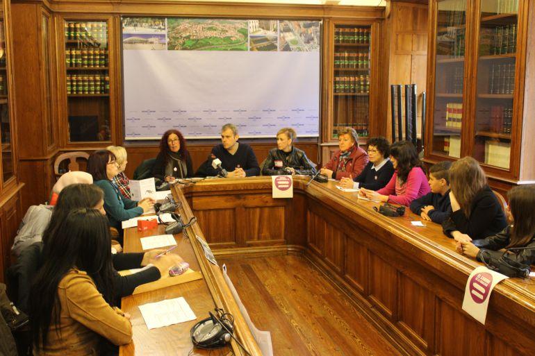 El delegado y las representantes de las diferentes asociaciones