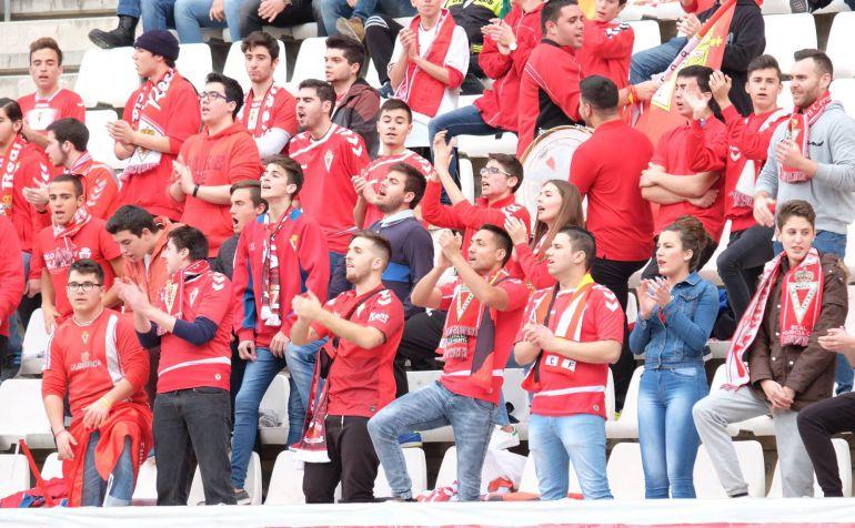club rubia aficionado en Murcia