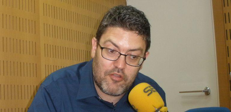 Miguel Sánchez, en una imagen de archivo durante una entrevista en los estudios de Radio Murcia-Cadena SER
