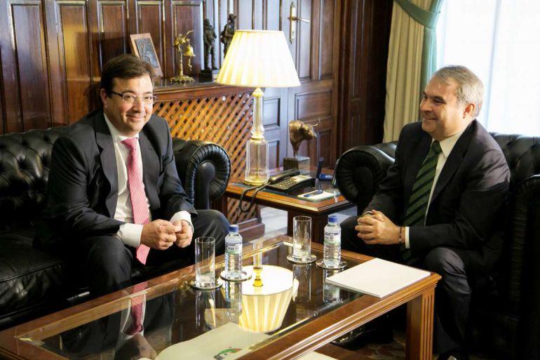 Vara y Fragoso, en la última reunión que mantuvieron en el ayuntamiento de Badajoz.
