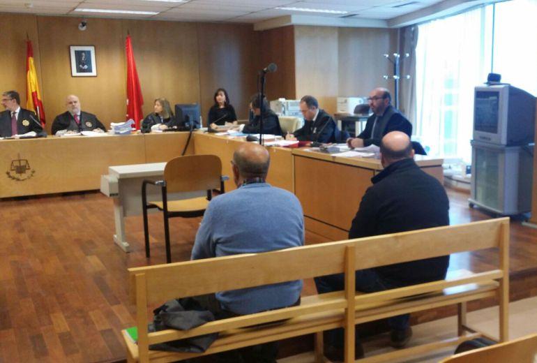 Los dos acusados ante la Sala de la Audiencia Provincial