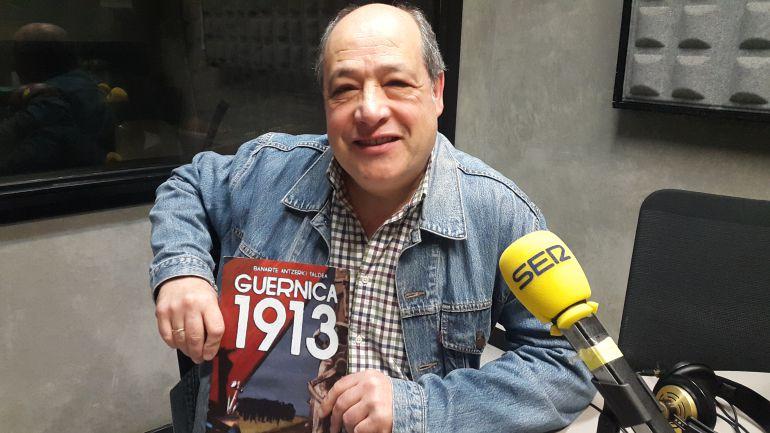 Rafa Herce es el autor y uno de los actores de 'Guernica 1913'