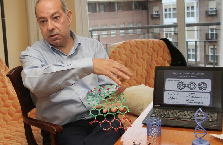 Andrés Ayuela, físico teórico de la materia condensada del CSIC, dirige un equipo que trabaja en nuevos usos del grafeno e investiga optimizar mejoras en el cemento