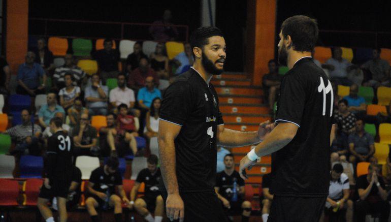 Thiago y Vidal en una foto de archivo
