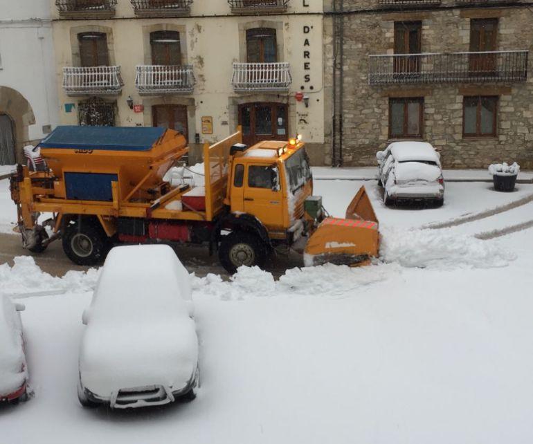 Imagen de las calles nevadas de Ares del Maestre