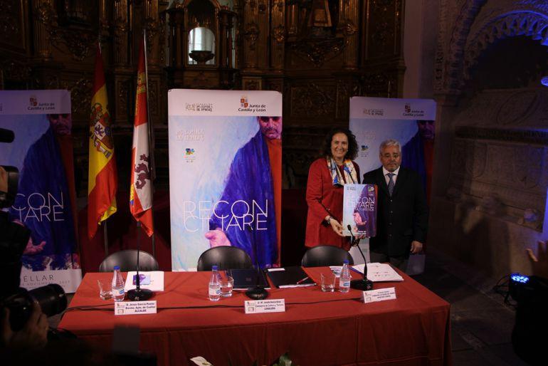La consejera de Turismo y Cultura y el secretario de la Fundación Edades del Hombre en la presentación de la Tarjeta Edades del Hombre