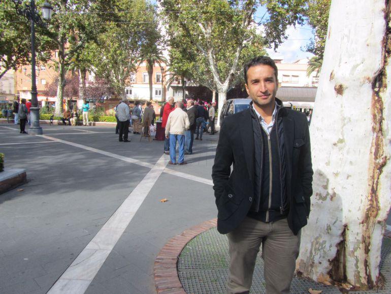Ricardo Cabezas, portavoz del Grupo Municipal Socialista de Badajoz, en el Paseo de San Francisco.