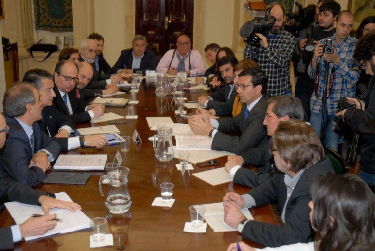 Comisión de seguimiento del AVE de Granada, reunida este martes