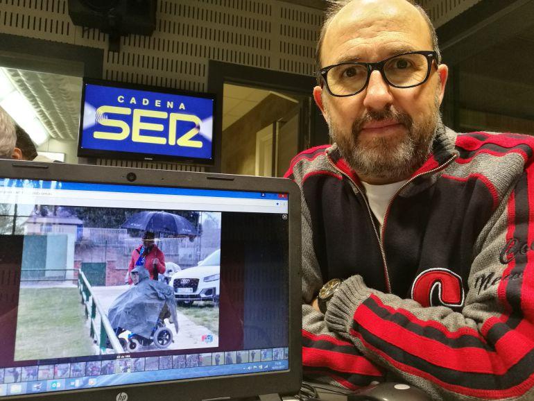 Juan Martín autor de la foto de los aficionados gimnásticos en los estudios de Radio Segovia