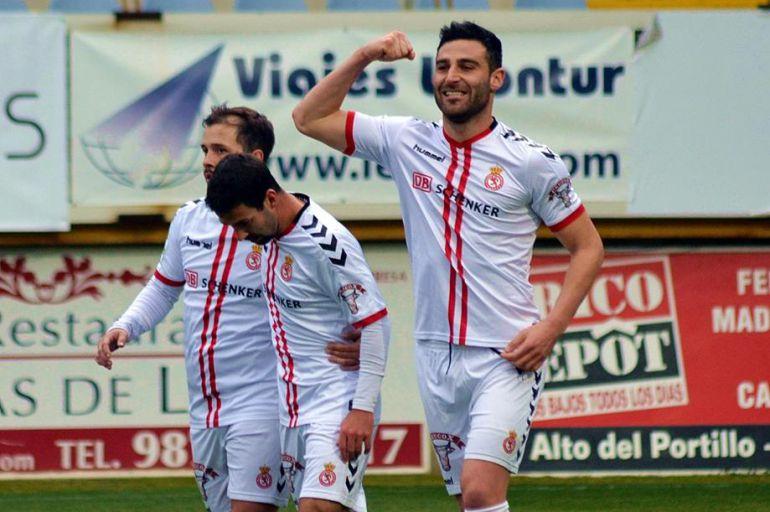 Benja celebra uno de sus últimos goles