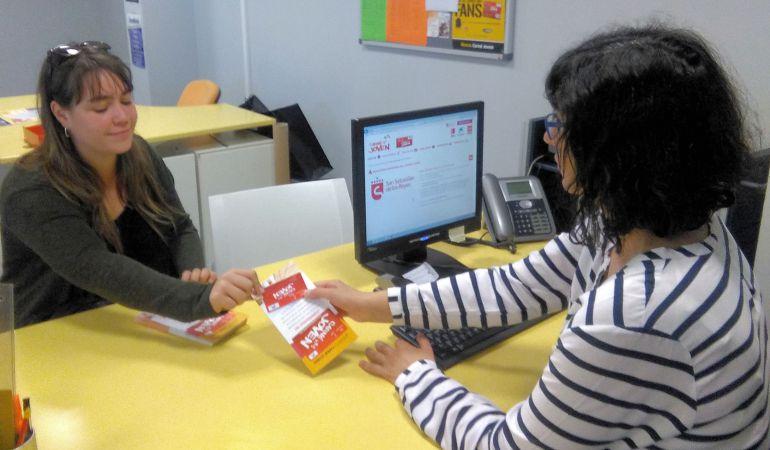 La tramitación del Carné Joven puede hacerse gratuitamente en la Oficina TIVE del Centro Joven Sanse