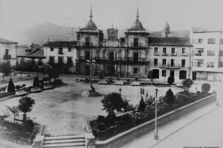 Antiguo aspecto de la plaza del Ayuntamiento