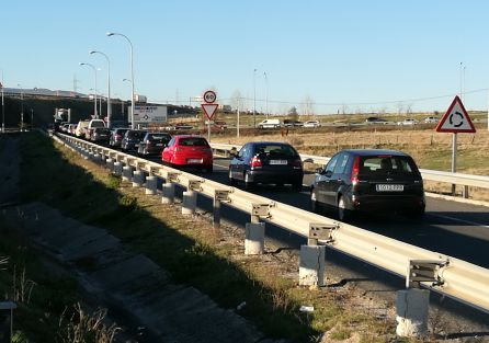Retenciones y tráfico lento en la SG-20 debido al choque entre dos vehículos