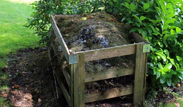 Reciclando los residuos oránicos generados en los domicilios se obtiene un abono o 'compost' de calidad óptima para la agricultura