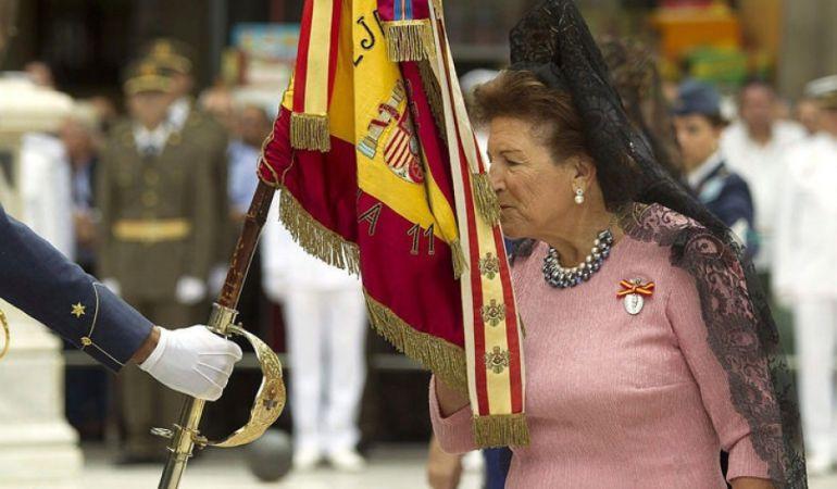 Para jurar la bandera hay que tener nacionalidad española, ser mayor de edad, no haber sido declarado incapaz por sentencia judicial firme y no haber realizado el juramento en menos de cinco años