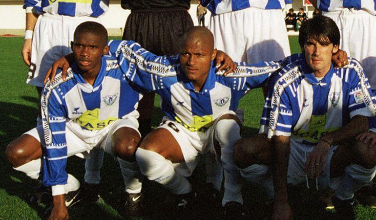 Catanha (c), durante un partido con el C.D. Leganés. A su derecha, Samuel Etoo