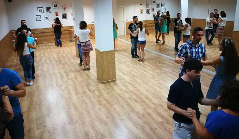 La escuela de baile New Akire de Pinto tiene sedes en las calles Maestra María del Rosario, 20, y en Empedrada, 16