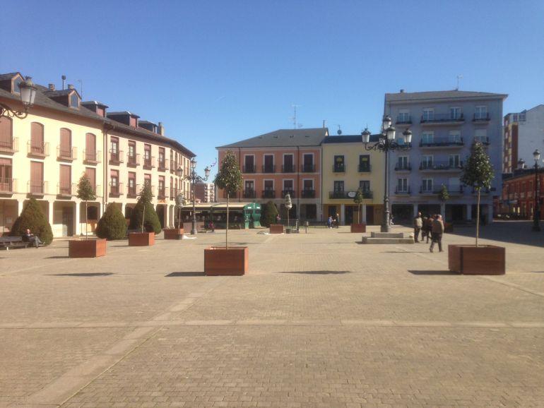 USE y PSOE critican la instalación de jardineras en la plaza del ayuntamiento