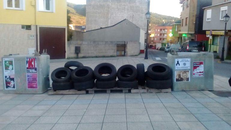 Una barricada recibe en Fabero a quienes degustarán las tapas mineras