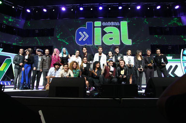 Foto de familia de los premiados en la gala de Cadena Dia