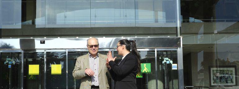 A Coruña: Veintisiete personas con sordoceguera reciben ayuda de la ONCE