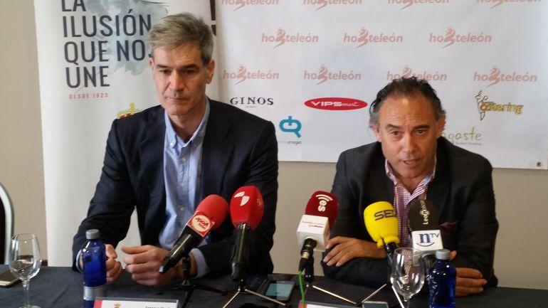 Antonio Martín, junto a Felipe Llamazares, en su comparecencia de hoy